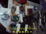 Potongan kayu yang dihias dengan pelbagai jenis lukisan.